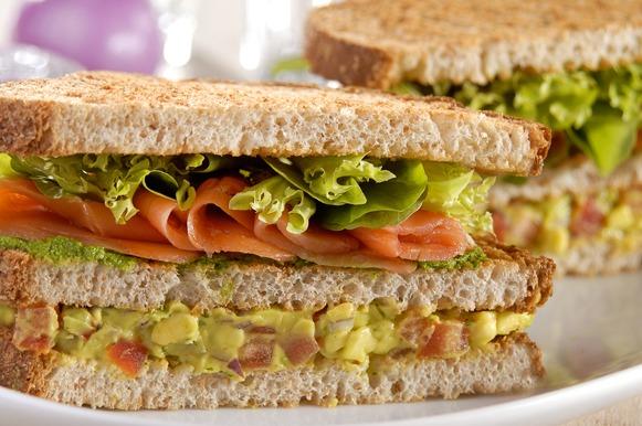 Para ganhar peso: sanduíche de salmão com guacamole