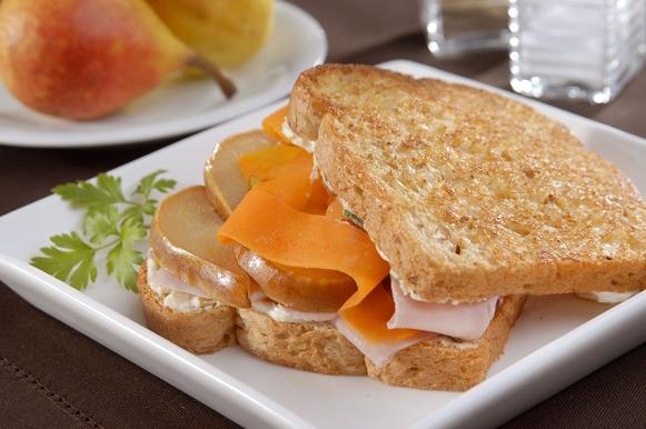 Sanduíche de pera com cenoura e presunto