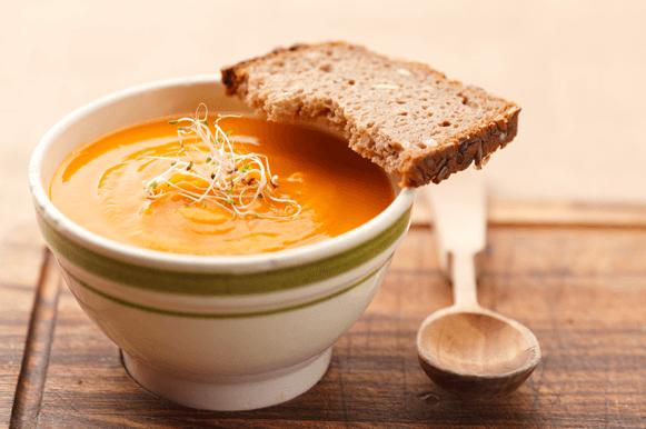 Sopas com torradas para aquecer no frio